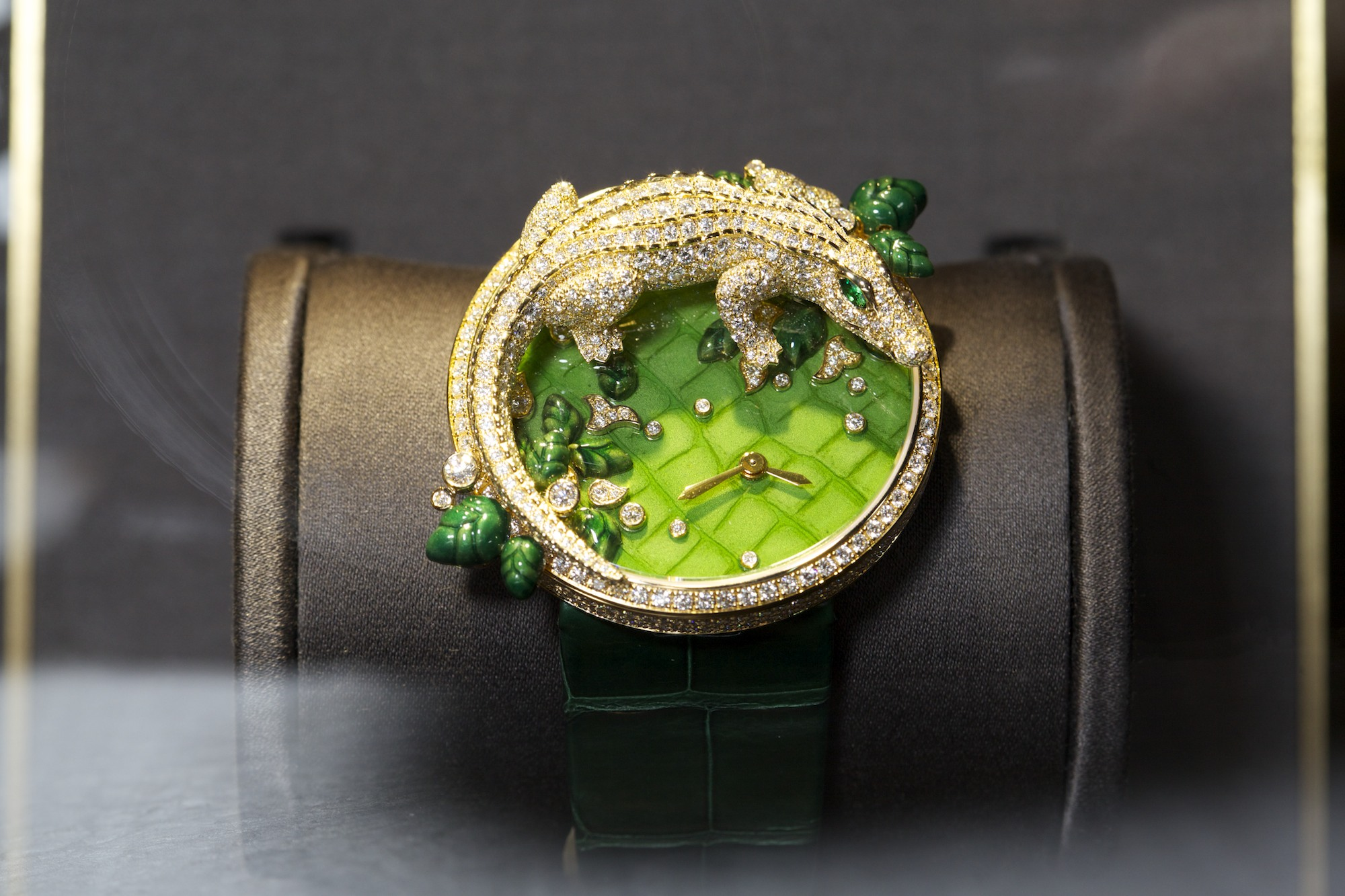 Montre Broche Les Indomptable de Cartier Decor Crocodile