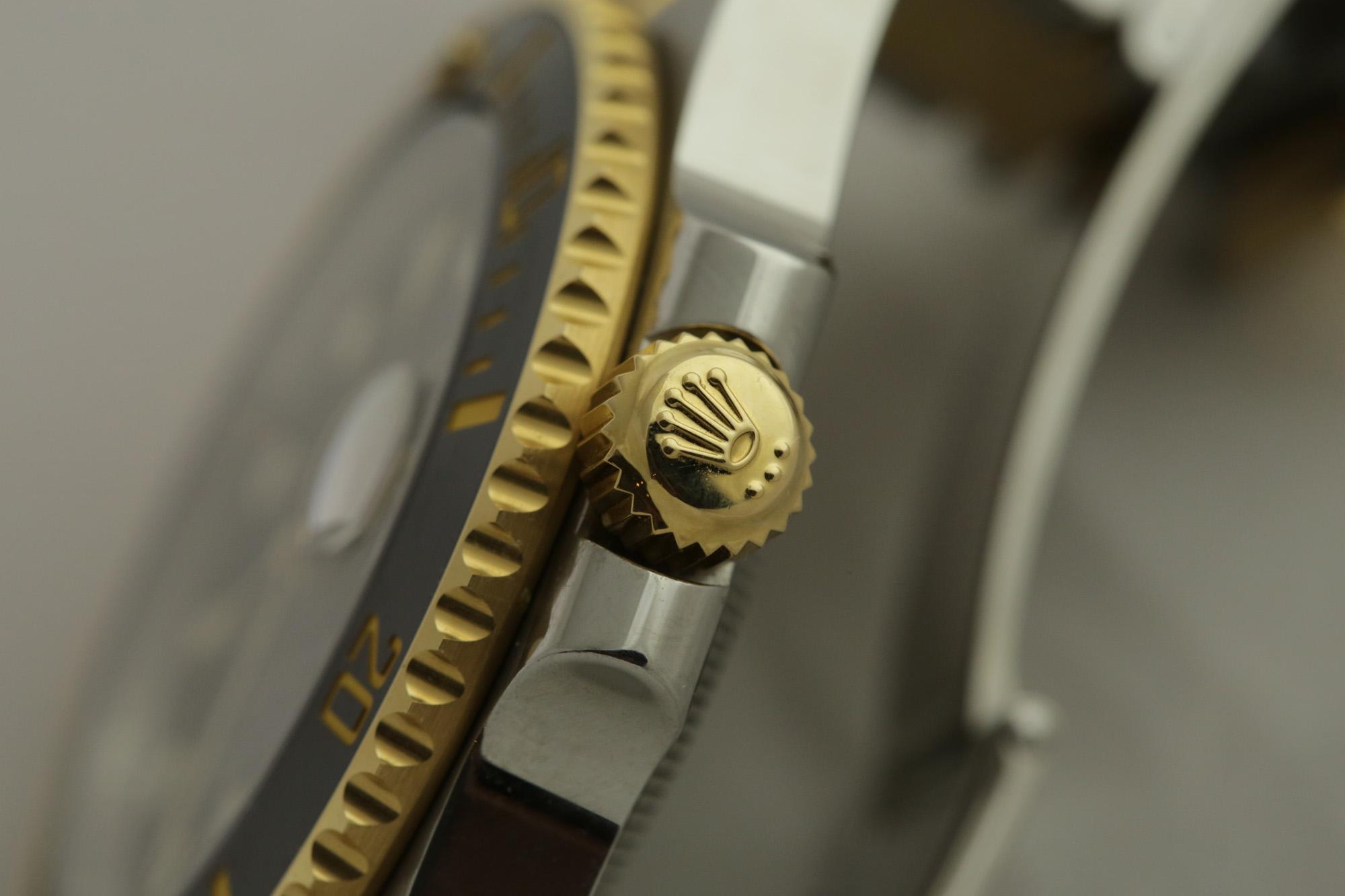 Rolex Submariner Date (Ref. 116613LN) - Rolex Crown
