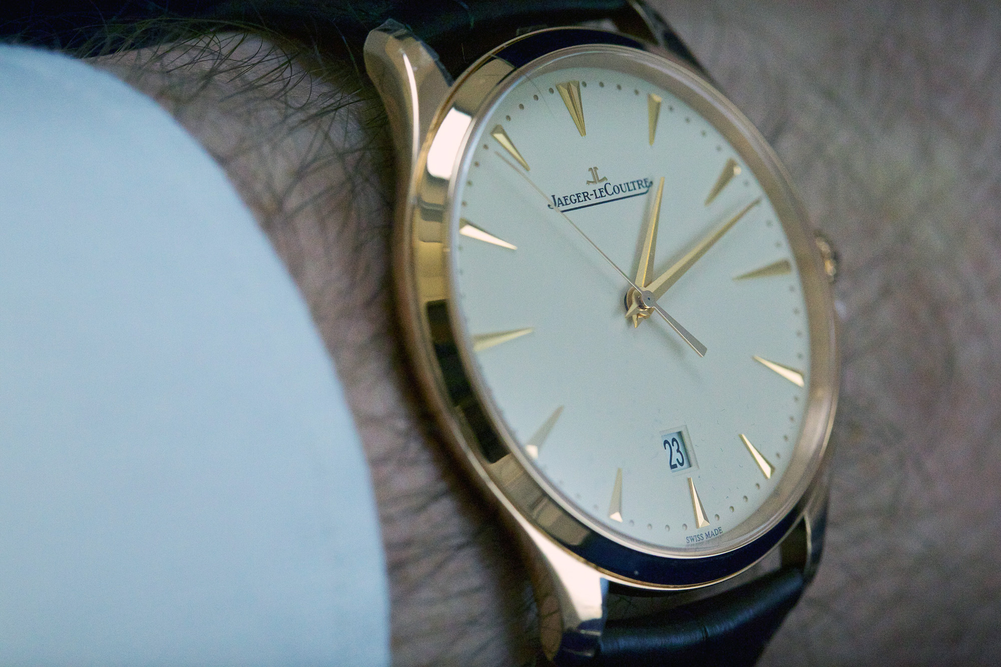 Jaeger-LeCoultre Master Ultra Thin Date - Wristshot