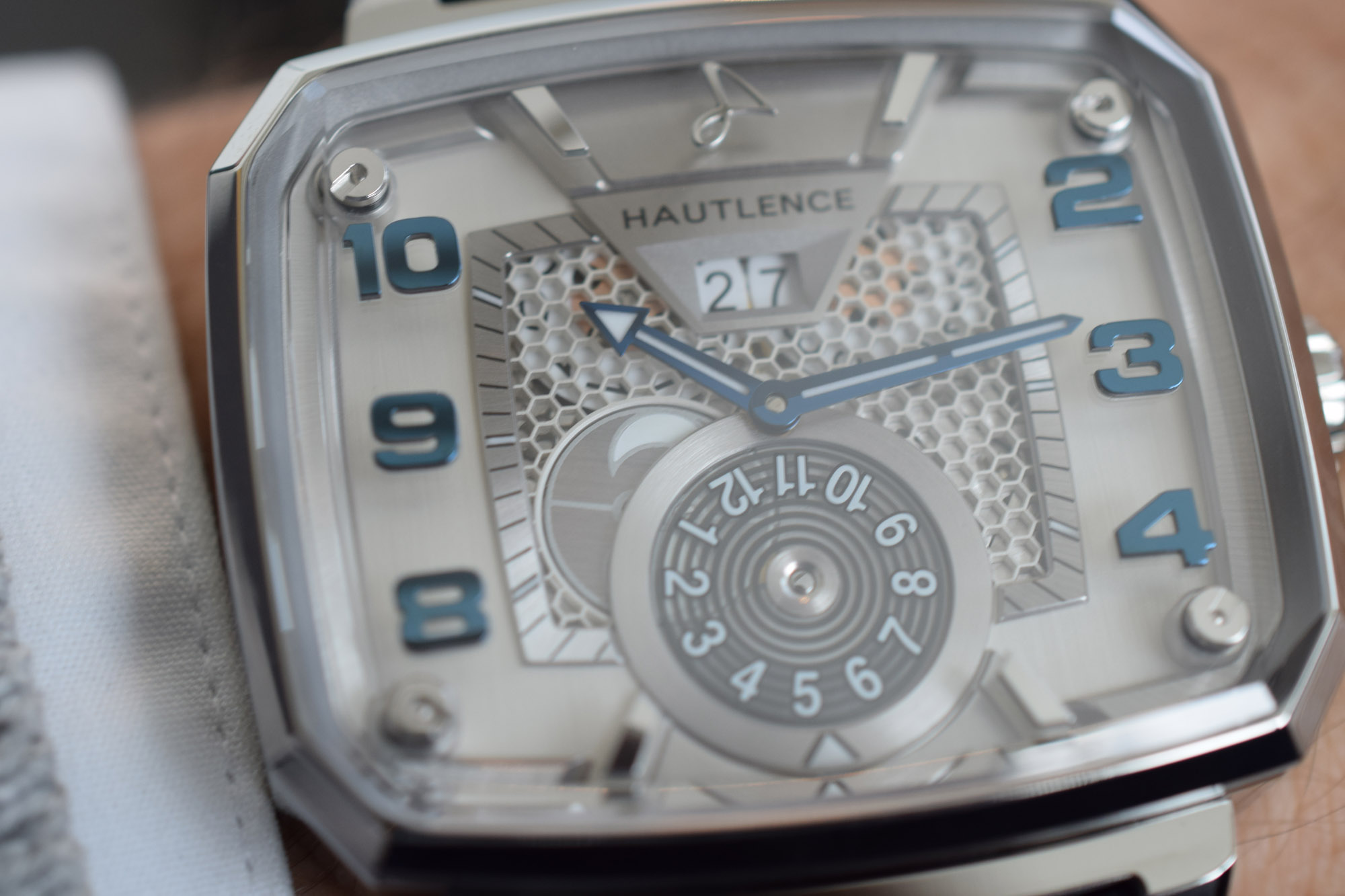 Hautlence Destination 02 - Dial