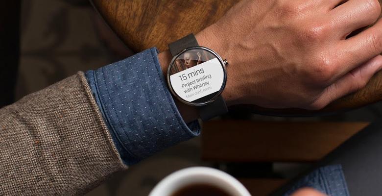 Motorola Moto 360- It's time to turn the design responsibility...