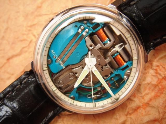 Bulova 214 Spaceview Accutron (1960) - (Credits  © CrazyWatches.pl)