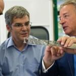 JD Dubois avec MM. Barrot et El Khoury du CSEM, visite de l'atelier d'étampage VMF